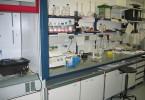 800px-Lab_bench